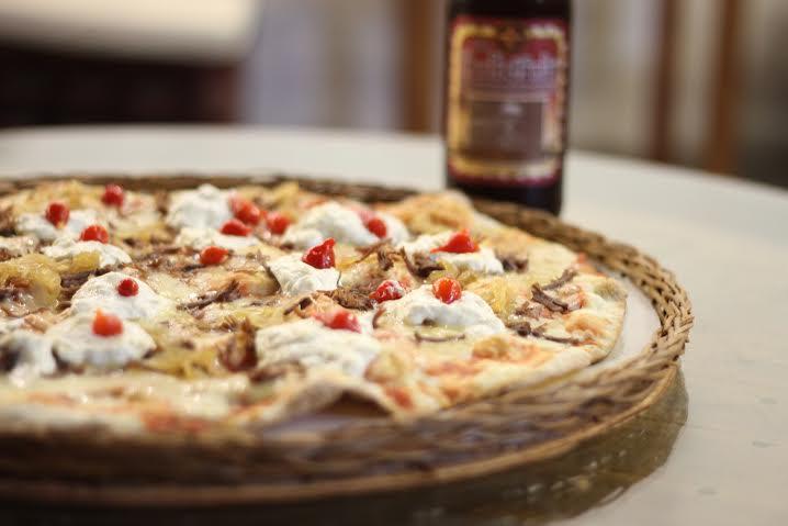 Pizza de Carne de Sol com creme de queijo coalho (Foto: divulgação)