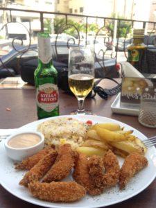 Camarão à milanesa é uma das opções do almoço