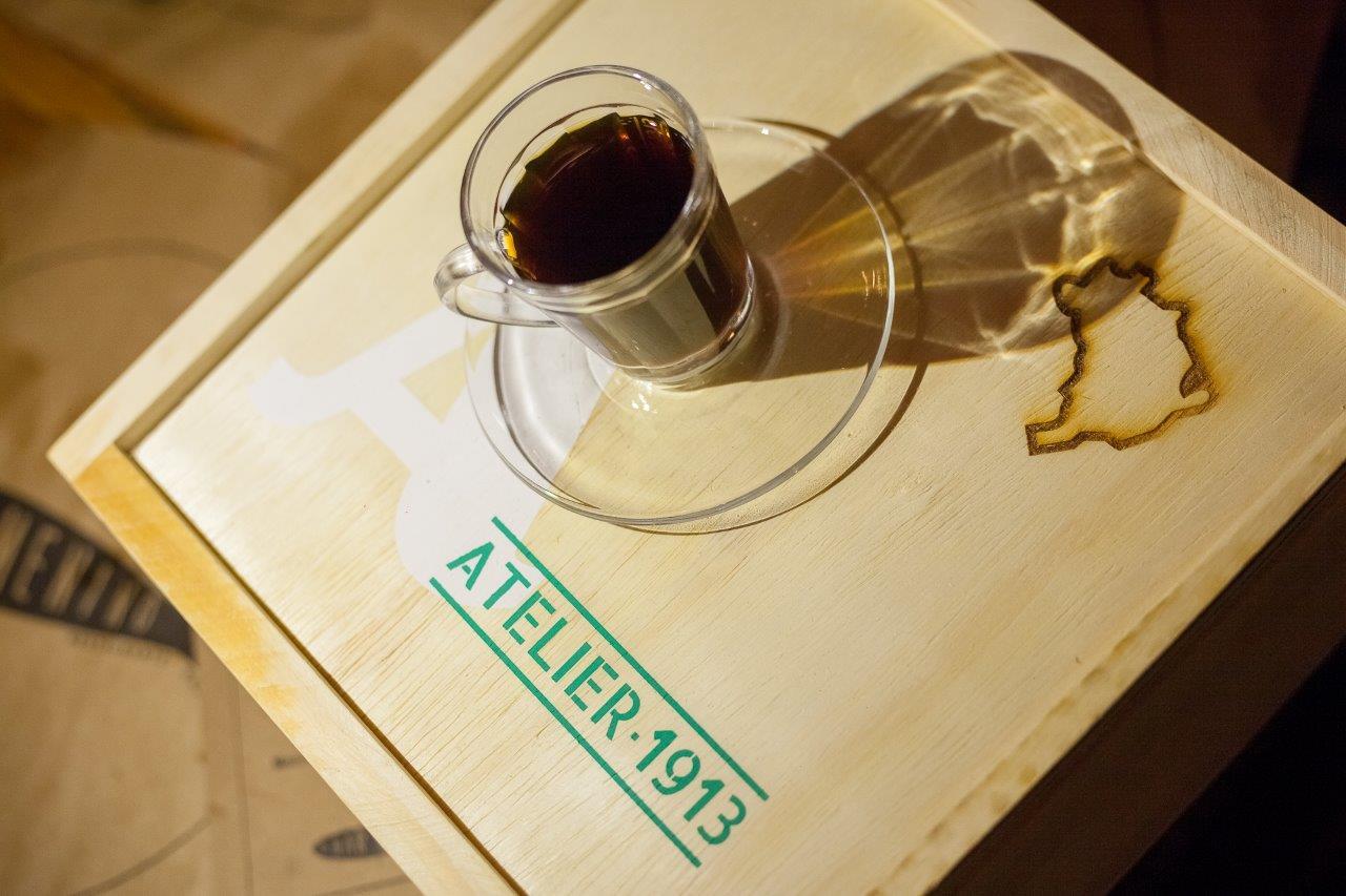 O café Atelier 1913 desce a Serra